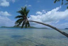 清楚的蓝天,绿松石水 图库摄影