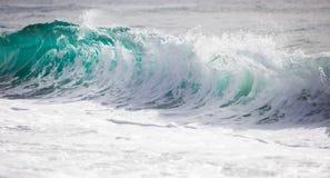 清楚的蓝色海浪早晨 库存照片