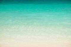 清楚的要求蓝色海 库存图片