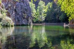 清楚的镜子湖的风景 图库摄影