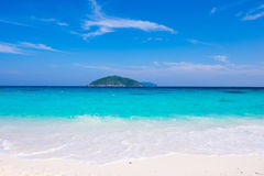 清楚的水美丽的海在Similan海岛, Phang喜欢天堂 库存图片