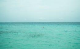 清楚的水色海洋 免版税库存照片