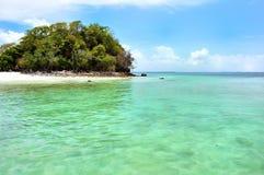 清楚的水,热带海滩,安达曼海,泰国 免版税库存照片