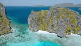 清水海岛空中寄生虫英尺长度El的Nido,巴拉旺岛,菲律宾 岩石和透明的浅绿松石 股票录像