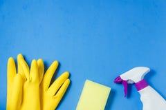 清洁产品 家庭清洁概念 背景看板卡祝贺邀请 印刷术和商标的地方 复制空间 平的位置顶视图 免版税图库摄影