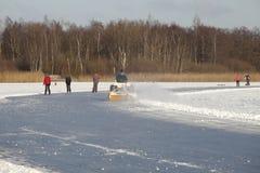 清洁制冰机溜冰者 免版税库存图片