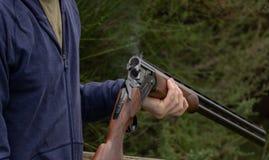 清洁桶在射击以后的猎枪 免版税库存图片
