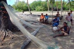 清洗净巴布亚新几内亚村庄的渔夫 库存图片