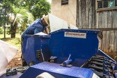 清洗和维护大农场主机器 免版税库存图片
