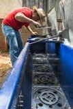 清洗和维护大农场主机器 库存照片