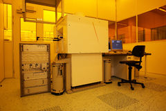 清洗喂轻的空间技术黄色 图库摄影
