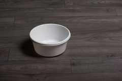 清洗白色washbowl 免版税库存图片