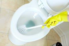 清洗的抽水马桶 免版税库存照片