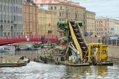 清洗的残骸的汇编从河和运河 图库摄影