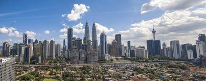 清洗蓝天双塔马来西亚吉隆坡 免版税库存照片
