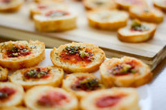 清淡和可口bruschetta开胃菜用蕃茄和oregan 库存图片