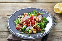 清淡的沙拉用果子和鸡豆 免版税库存照片