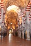 清真大寺或梅斯基塔著名内部在科多巴,西班牙 免版税库存图片