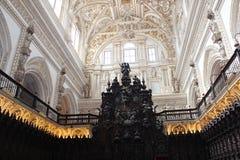 清真大寺或梅斯基塔著名内部在科多巴,西班牙 免版税库存照片