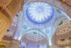 清真寺与蓝色装饰品的圆顶内部 库存照片