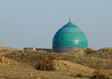 清真寺和沙漠沙子,布哈拉, Uzbekista圆顶  免版税图库摄影