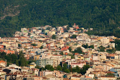 清真寺和许多房子在伯萨 库存图片