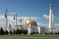 清真寺在土库曼斯坦尼雅的第一位总统当地村庄  免版税库存图片
