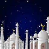 清真寺在斋月前面 在与星的日落 并且月亮 图库摄影