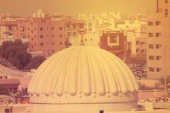 清真寺在迪拜, 2017年7月21的一个住宅区日 免版税库存照片