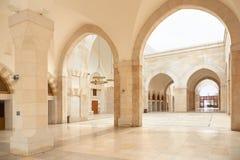 清真寺拱廊在阿曼,约旦 免版税库存照片