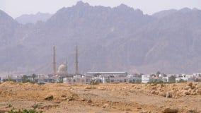 清真寺的全景在沙漠、山和旅馆在埃及,Sharm El谢赫 股票录像