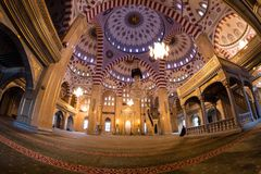 清真寺的内部车臣的心脏 免版税库存照片