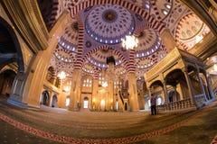清真寺的内部车臣的心脏 免版税库存图片