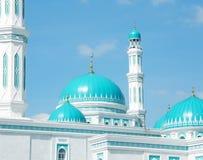 清真寺的壮观的圆顶在卡拉干达 库存照片