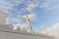 清真寺的尖塔和圆顶反对蓝天的 免版税库存照片