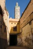 清真寺, Fes,摩洛哥胡同和尖塔  免版税库存图片