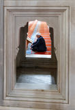 清真寺,读Qur的`的穆斯林 免版税库存图片