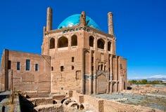 清真寺14世纪结构蓝色圆顶  库存图片