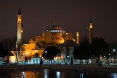 清真寺Aja-Sofya的看法在1月晚上 伊斯坦布尔 库存照片