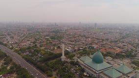 清真寺Al阿克巴在苏拉巴亚印度尼西亚 股票视频