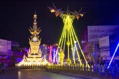 清莱壮观的淡色时钟塔和在Chiangrai市的交响乐和声音在清莱,泰国 库存图片