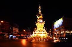 清莱时钟塔有趣的表现有光和颜色 免版税库存图片
