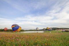 清莱,泰国, 2017年11月29日,看一个展示、气球活动在音乐和comos领域 库存图片