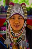 清莱,泰国- 2018年2月01日:关闭未认出的妇女属于卡伦长的脖子小山部落村庄 免版税库存照片