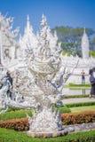 清莱,泰国- 2018年2月01日:关闭白色雕象选择聚焦在位于城镇的白色寺庙 免版税库存图片