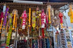 清莱,泰国- 2018年2月01日:纪念品室外看法出售的在市场上在清迈,泰国 免版税库存图片