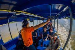 清莱,泰国- 2018年2月01日:美好的室外观点的在小船里面的uidentified游人在小船 免版税库存照片