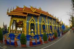 清莱,泰国- 2018年2月01日:荣Sua十寺庙输入的美好的室外看法有蓝天的 库存照片