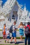 清莱,泰国- 2018年2月01日:走在白色输入的美好的室外观点的未认出的人民  库存图片