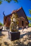 清莱,泰国- 2018年2月01日:走在Baan的未认出的人民抑制博物馆黑议院,一著名 库存图片